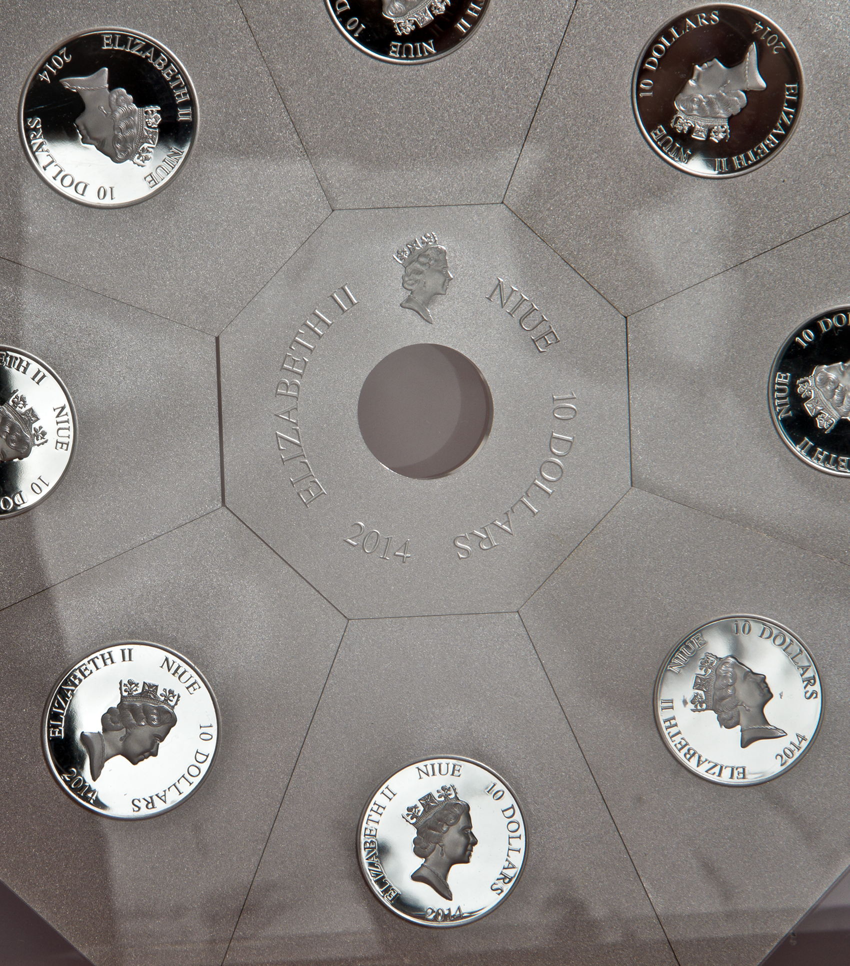 2014 Niue 1 kilo Silver Fresco Under the Dome